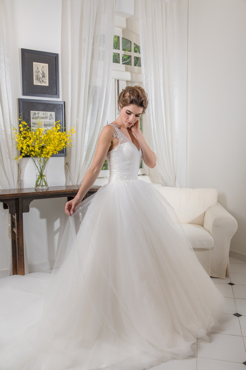 Classic Pleated Tulle Lace Pearl Beading Shoulder Strap Ballgown Wedding Dress